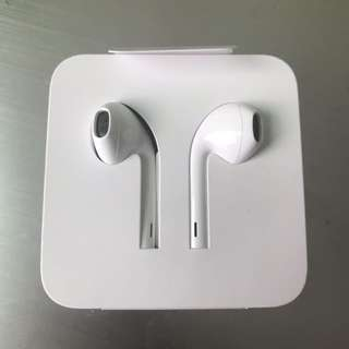 AUTHENTIC WIRED Lightning Apple Earphones from IPhone 7