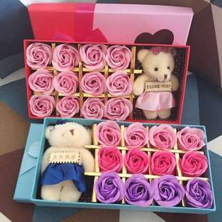 ❗️Box is slightly dented & roses with light stains❗️(refer pic 2 & 3) 🌹12 stalks of handmade scented roses 🌹+ a cutie bear 😄