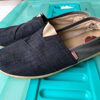 Sepatu Wakai Biru Bekas Semarang