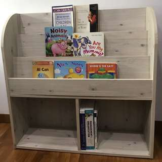 Book shelf in excellent condition to display many books