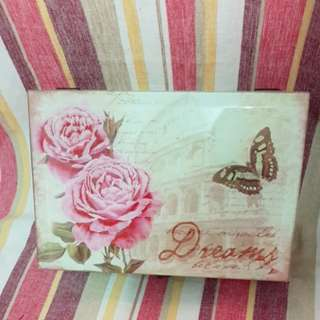 Roses vintage box