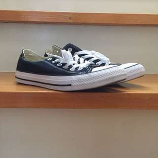 Black converse low cut