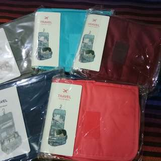 TRAVEL TOILETRY POUCH