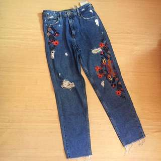 PULL & BEAR EMBROIDED JEANS