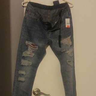 Acid wash /distressed jeans