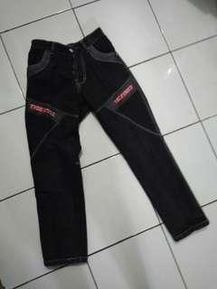 Celana panjang jeans anak laki-laki