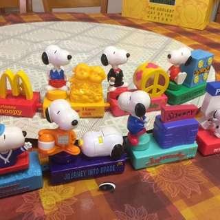 McDonald 2000 Snoopy 公仔 (一套8隻,不散賣)