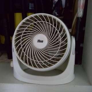 Fixed fan without oscillator