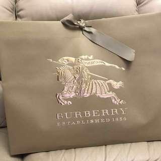 新品 Burberry Paper Bag