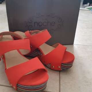 Red Wedges with ornamet NOCHE