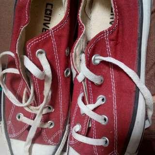 Sepatu wanita converse