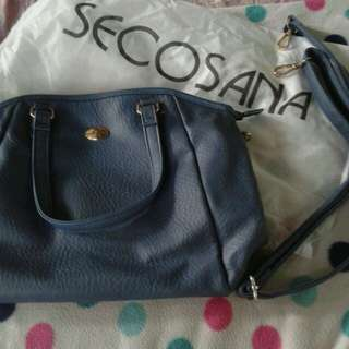SECOSANA Sling Bag (preloved) in good condtion