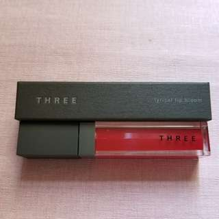New In-Three Lyrical Lip Bloom (05 Voice Ascending)