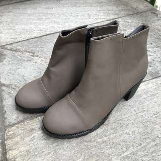 Shoes 粽色低跟短靴