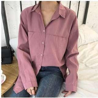 藕粉色襯衫