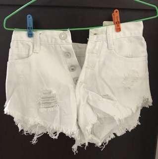 🚚 白色刷破抽鬚性感短褲
