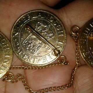 Setelan Jas Uang kuno