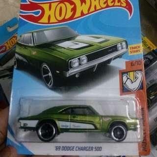 Hotwheels 69 Dodge Charger 500