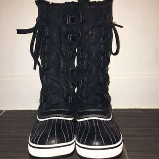 *PRICE REDUCED* BARELY WORN SOREL TALL WINTER BOOTS
