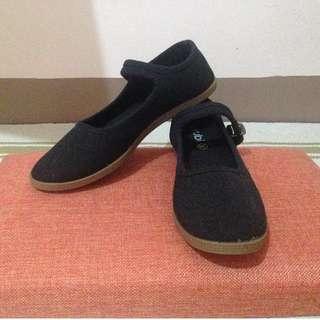 Rubi black flat shoes