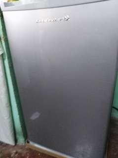refrigerator personal ref