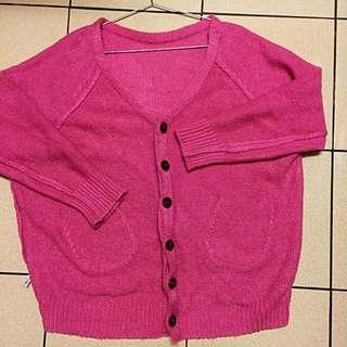 超顯白粉色針織外套