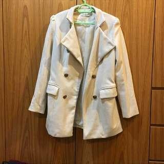 米色毛料外套/大衣