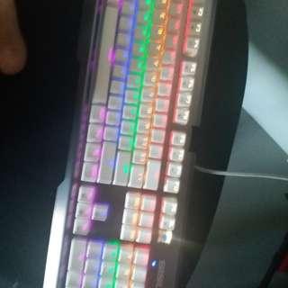 青軸電競鍵盤 少咗一粒掣如圖