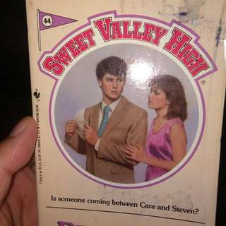 Vintage Sweet Valley High: Pretenses