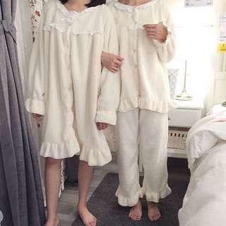 🚩現貨。兩款 韓系 日系 可愛 冬裝 素色 加厚 圓領 長袖 保暖 寒流 睡裙 長褲 襯衫 居家服 睡衣