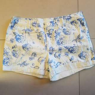 (90% new) NET女裝短褲 藍花白底