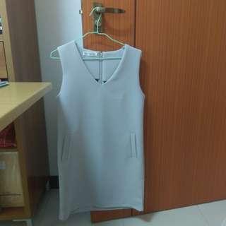 Grey sleeveless dress with pockets