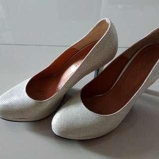 Newa Preloved Shoes