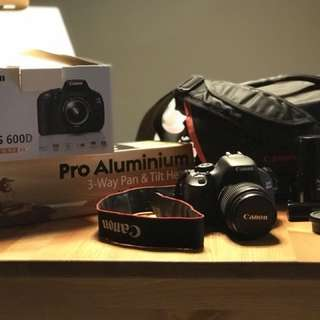 Canon EOS 600D DSLR comes with Tripod /Cleaning Kit/ Bag