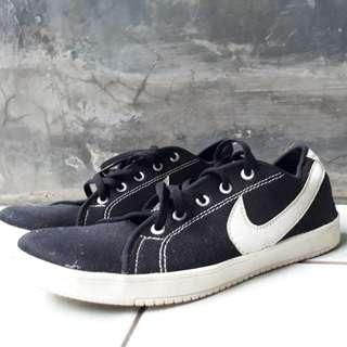 Sepatu Hitam Nike ukuran 39