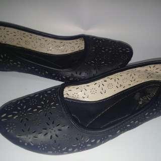 Sepatu Flatshoes Wanita Hitam Ukuran 40