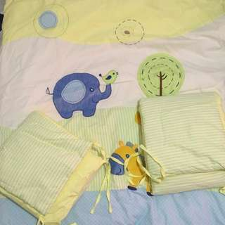 Crib comforter + bumper
