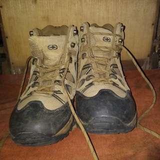 Sepatu Gunung Co trek