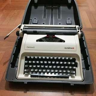 {操作正常}Olympia Carina 2 打字機 Typewriter 古董珍藏