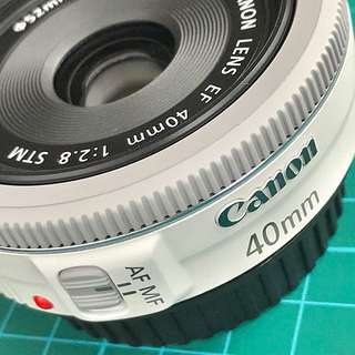 Canon EF 40mm f2.8 STM White Edition