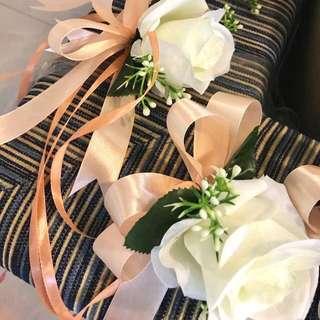 Stunning 4pcs bridal car doorknob flowers ! We customised Color to yr liking💕.
