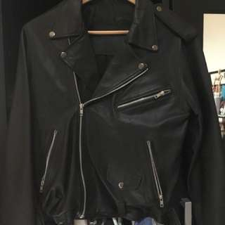 Leather Moto jacket ( mungkin sintetis mungkin real)