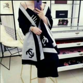 Chanel Vip 贈品💖貂絨圍巾😍可雙面😆