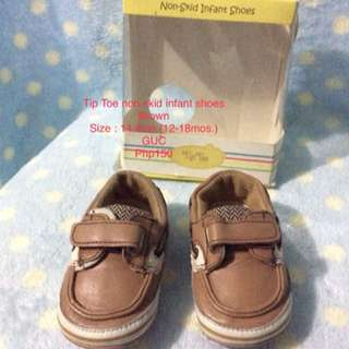 Tip Toe non-skid shoes Brown