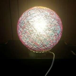🚚 紫色圓球毛線檯燈