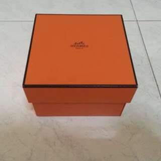 Hermes Box - 18 x 15 x 4 inches