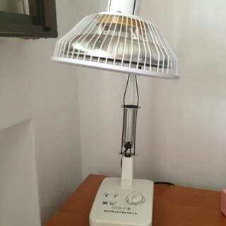 Heat therapy lamp