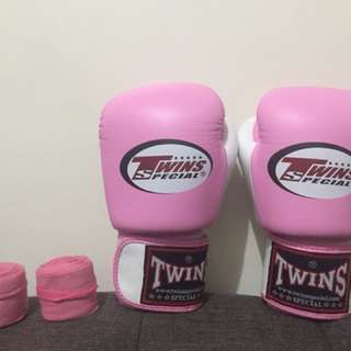 Boxing Gloves: Twins Special 8oz