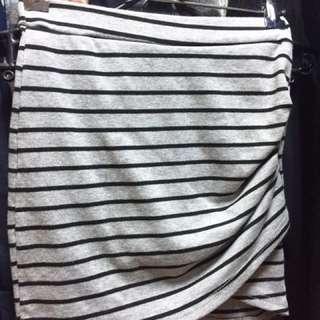 二手衣服出清 窄裙 一邊有小開岔