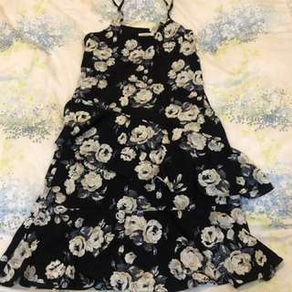 斷捨離出清氣質黑細肩帶荷葉裙擺洋裝